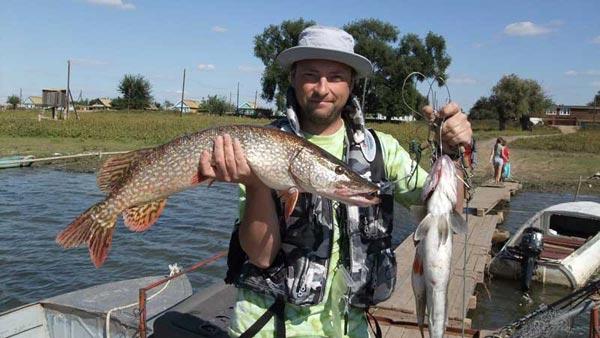 недорогая рыболовная база на раскатах