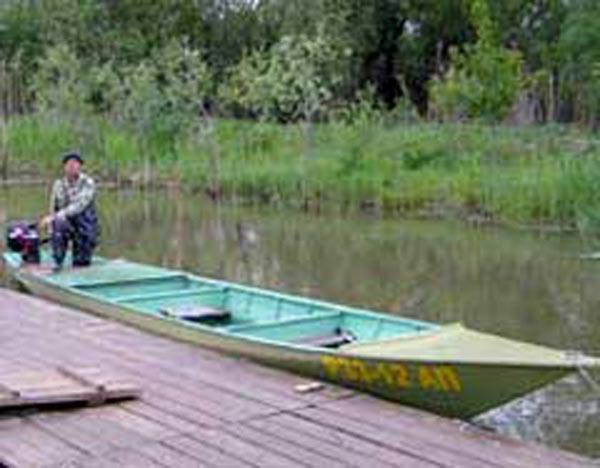 на лодке на раскатах